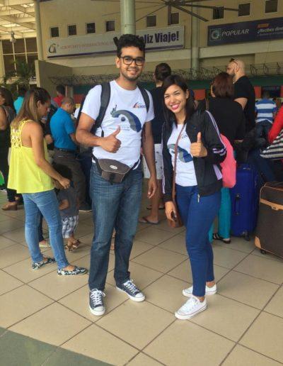 estudiantes en el aeropuerto de Jhon F kennedy en new york